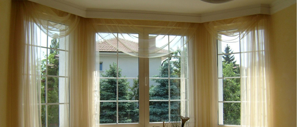 Curtains, cornises, textile persiennes, sleeping sheets